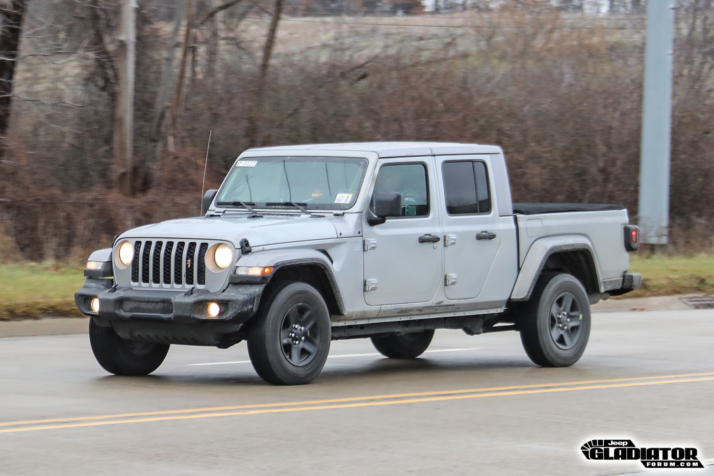 2020-Jeep-Gladiator-JT-Pickup-Truck-Spotted-Undisguised-10.jpg
