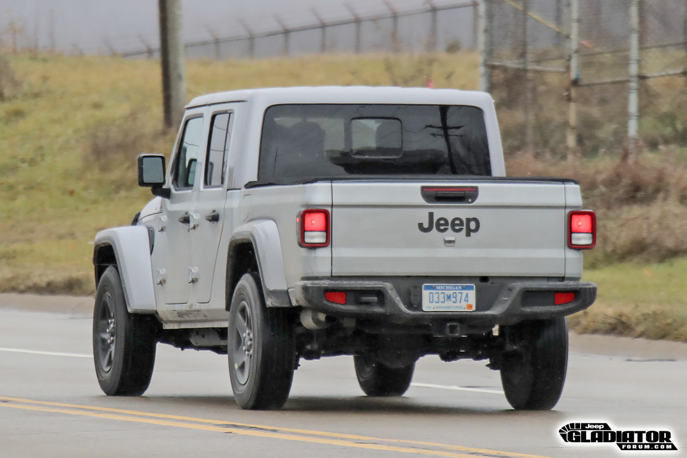 2020-Jeep-Gladiator-JT-Pickup-Truck-Spotted-Undisguised-17.jpg