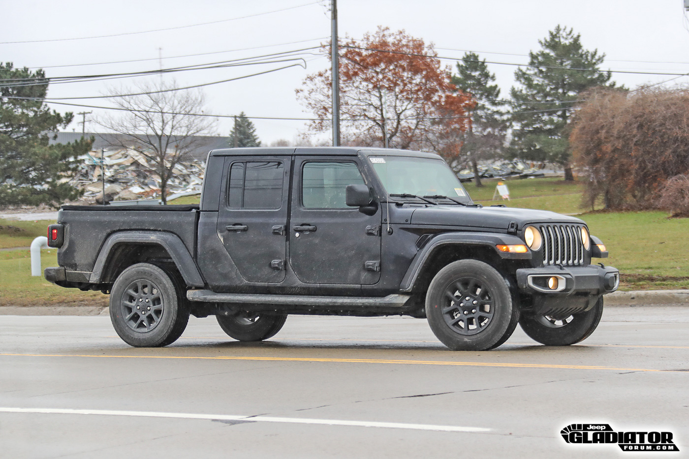 2020-Jeep-Gladiator-JT-Pickup-Truck-Spotted-Undisguised-2.jpg