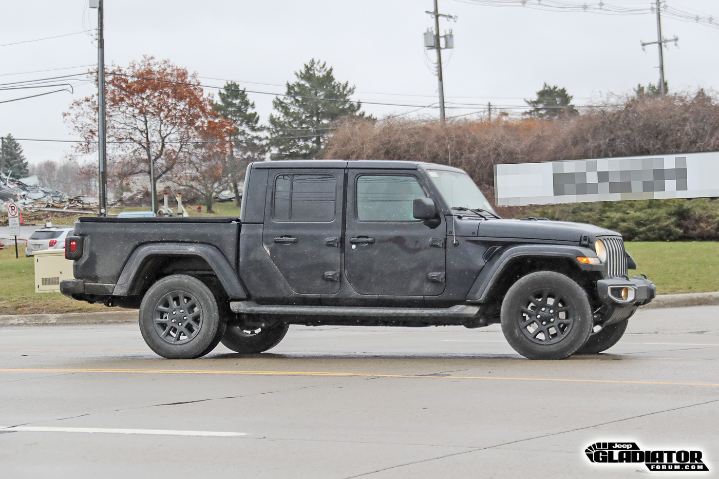 2020-Jeep-Gladiator-JT-Pickup-Truck-Spotted-Undisguised-5.jpg
