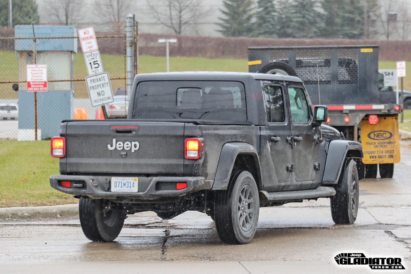 2020-Jeep-Gladiator-JT-Pickup-Truck-Spotted-Undisguised-7.jpg