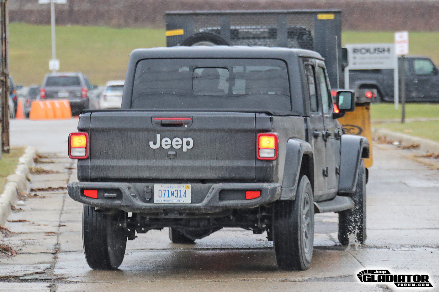 2020-Jeep-Gladiator-JT-Pickup-Truck-Spotted-Undisguised-8.jpg