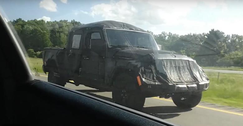 Spy Video 2020 Jeep Truck On Michigan Highway 2020 Jeep